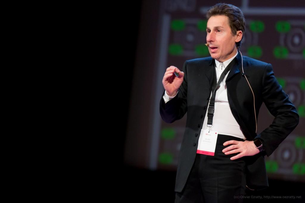 TEDxParis-Alain-Bensoussan sur scène 3