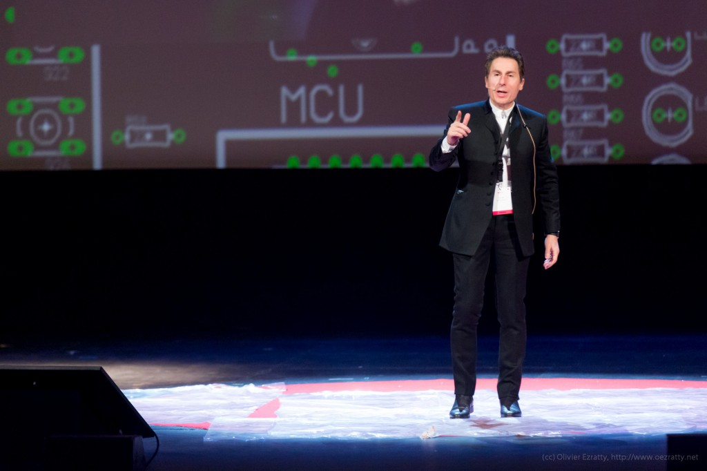 TEDxParis-Alain-Bensoussan sur scène 4