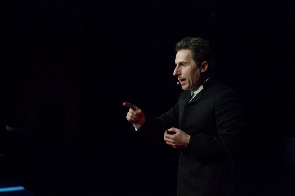 TEDxParis-Alain-Bensoussan sur scène 10