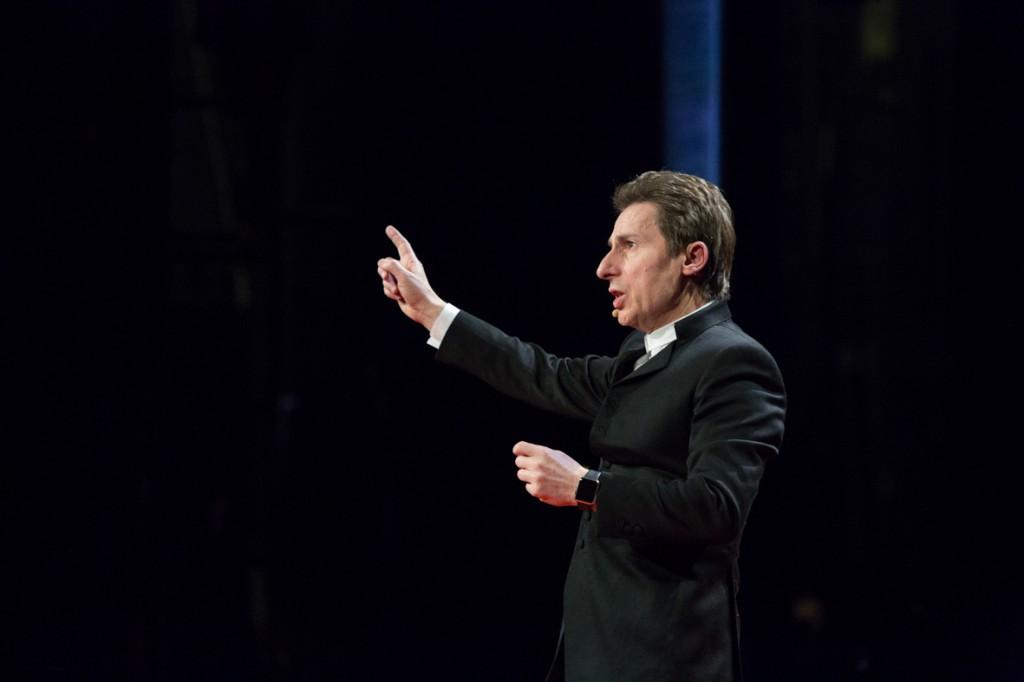 TEDxParis-Alain-Bensoussan sur scène 11