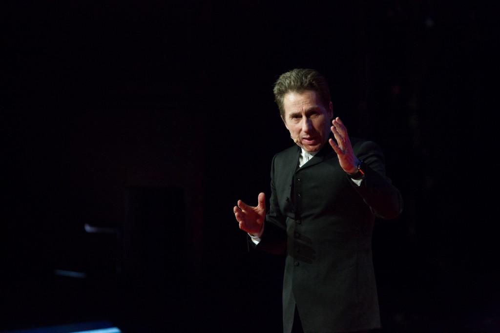 TEDxParis-Alain-Bensoussan sur scène 12