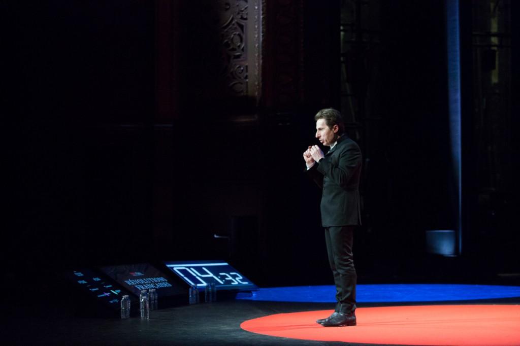 TEDxParis-Alain-Bensoussan sur scène 13